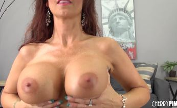 Busty Syren De Mer Toying Juicy Snatch