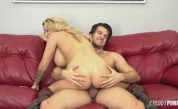 Busty pornstar Alyssa Lynn Takes Some Cock