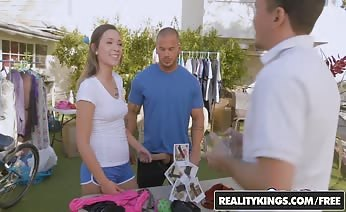 Jaye Summers Fucked In Yard Sale