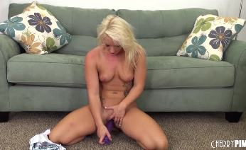 Cali Carter caressing cunt with toy
