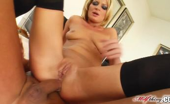 Divorcee MILF partaking in ass to mouth action