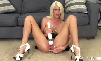 Riley Jenner Drilling her Pussy LIVE